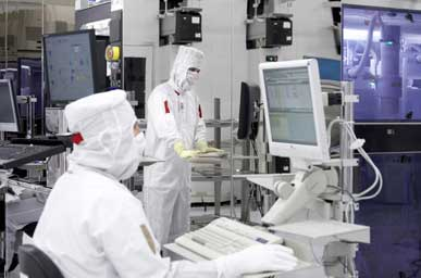 A cleanroom at GLOBALFOUNDRIES. The semiconductor manufacturer, is planning a new Technology Development Center (TDC) at its Fab 8 Campus in Saratoga County.